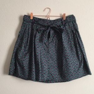 Lot of 2 GAP mini skirts floral/ forest green (d)